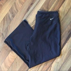 Nike • Fit Dry Cropped Leggings